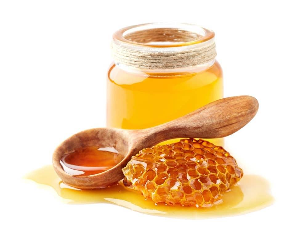 همه عسلهای در دمای پایین کدر میشوند، ولی عسلهای طبیعی کریستالی میشوند و شکرک نمیزنند